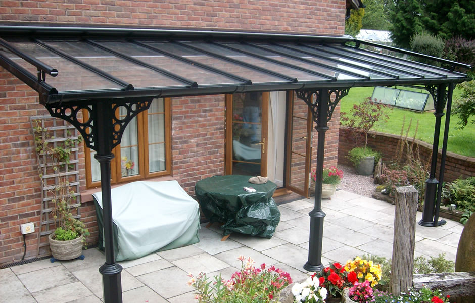 Veranda with cosed roof blind